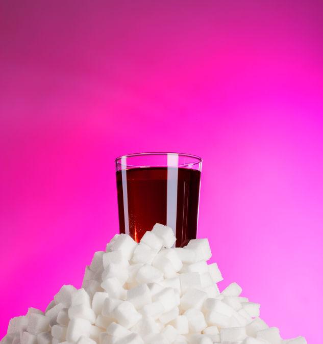Sei cucchiaini di zucchero per lattina: semaforo rosso su alcune bibite
